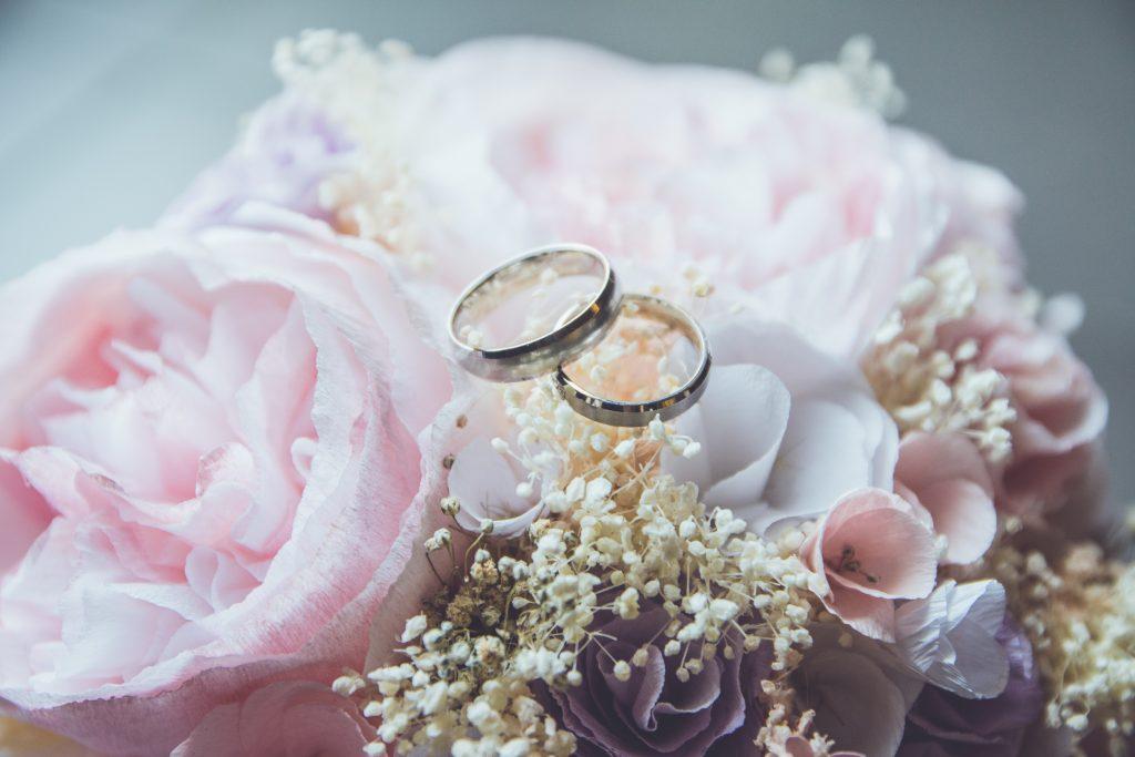 حلقه نامزدی مراسم عقد